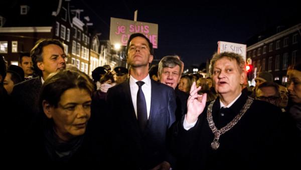 Rutte spreekt bij demonstratie tegen aanslag Parijs